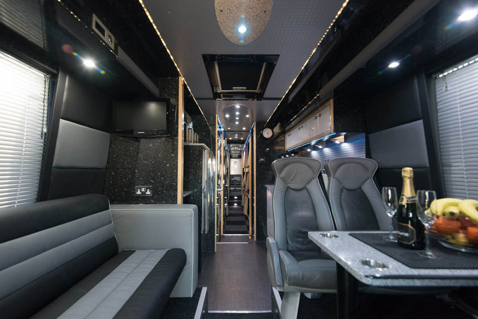 """Bose Sound System >> DD05TAR : 16 BERTH PREMIUM 14 METER DOUBLE DECKER OR 12 BERTH WITH PRIVATE REAR """"STAR BEDROOM"""""""